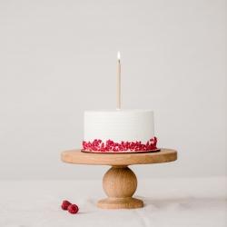 SUGALVOK NORĄ! Ar sutinkate, kad tai bene gražiausia gimtadienio tradicija, nesvarbu, su kiek žmonių, kokiomis aplinkybėmis, ir su kokiu tortu, o gal tik su mėgstamu sumuštiniu gimtadienį sutinkame. Ne tik tortai, bet ir nuostabiosios @ovothings žvakutės mūsų el.parduotuvėje www.kepejai.lt ir @wolt.lietuva #desertųpristatymas #tilto6 #tiekepejai #tiknaturalusproduktaiirniekodaugiau #gimtadienioritualai #gimtadieniotortas #sugalvoknorą