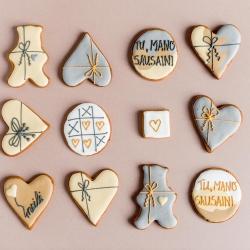 TU, MANO SAUSAINI! Kiekvienas sausainis skirtingas, bet gavęs ir spinduliuojantis daug šilumos ir meilės! Studijos lentynas pildome kasdien, galima užsukti išsinešimui, o taip pat galima užsisakyti www.kepejai.lt arba @wolt.lietuva #meilėssausainis #tilto6 #saldidovana #gingercookies #tiknaturalusproduktaiirniekodaugiau
