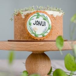 Žalia žalia, kur dairais. Argi ne taip būna per Jonines? Šiemet mūsų kūrinys Joninėms - pistacijų sūrio tortas su braškėmis. Užrašą ant torto galite rinktis (JONUI, JANINAI, RASOS arba JONINĖS). Visą Joninių desertų mini kolekciją rasite mūsų el. parduotuvėje www.kepejai.lt. Rezervuok ir pažadame, kad paparčio žiedą per Jonines tikrai atrasi. Jeigu ne miške, tai ant torto tikrai! #joninės #desertasJoninems #švenciantiemsgyvenimą #tilto6 #tiekepejai #tiknaturalusproduktaiirniekodaugiau #jonui #pistacijutortas