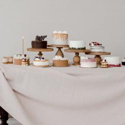 Ar pjaustome tortus savo studijoje karantino metu? Tikrai dažnai girdime šį klausimą. Ne, karantino metu tortų nepjaustome, tortų turime visada, bet juos parduodame tik pilnus, nepjaustomus, tad artėjanti degustacinių rinkinių ruošimo data (balandžio 21-22 d.) yra puiki galimybė paragauti visų mūsų tortų vienu kartu. Rezervuoti rinkinį galite žinute čia arba el. paštu labas@kepejai.lt. Rinkinio iš 8 skonių tortų porcijų kaina 32 eur. #tortųdegustacija #tilto6 #tiekepejai #paragauktorto #vestuviniaitortai #gimtadieniotortai