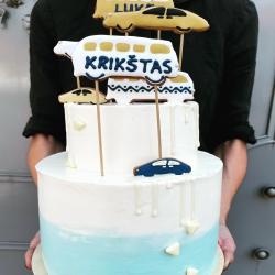 Kai į kadrą netelpa visas tortas su dekoracijomis 🤷♀️🎂šį kartą mažo berniuko, labai mylinčio greitas mašinas, krikštynoms. #krikštynųtortas #tiekepejai #tortas #tiknaturalusproduktaiirniekodaugiau #berniukokrikštynos #tortasberniukui #tilto6